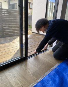 新築 清掃 窓枠